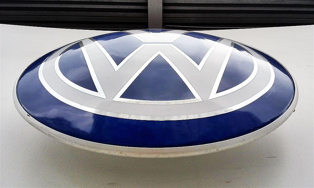 рекламный формованный логотип volkswagen