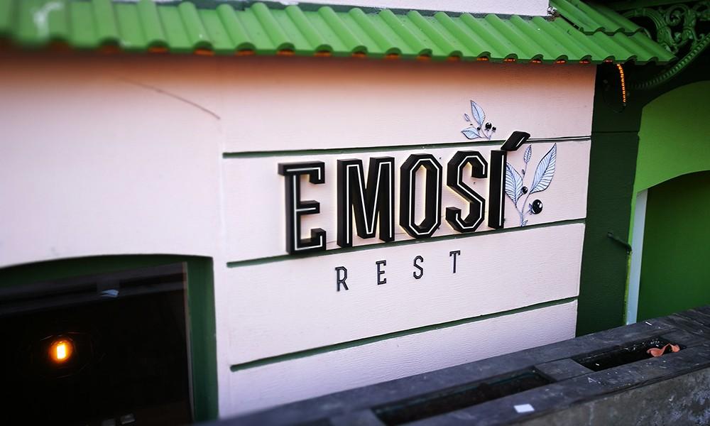 Вывеска ресторана Эмози