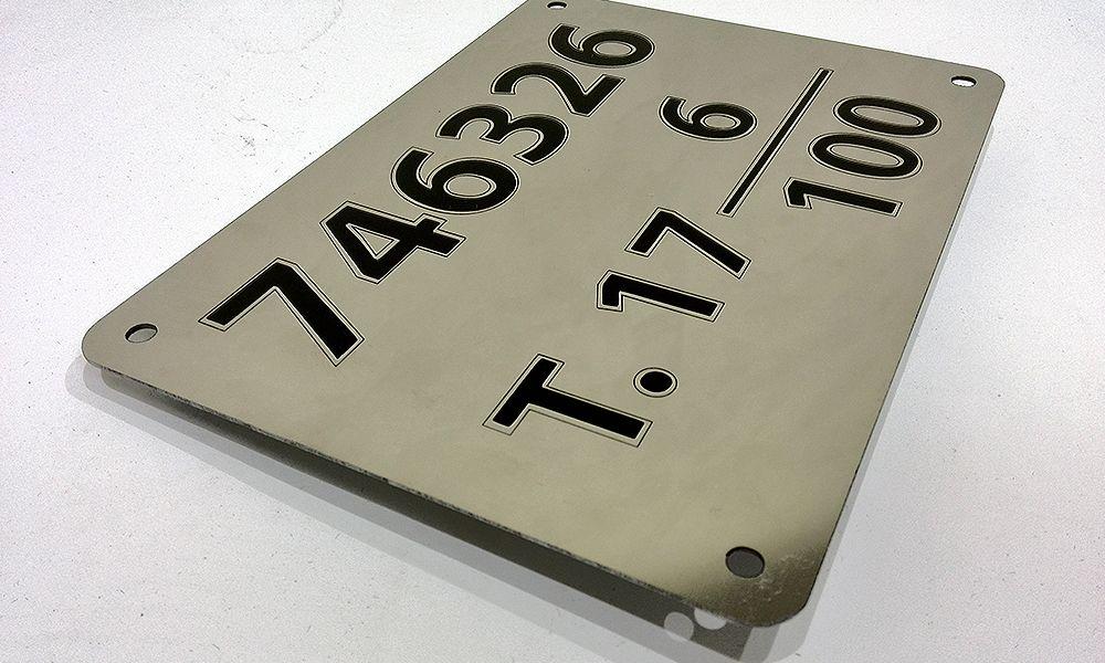 табличка из металла для яхты