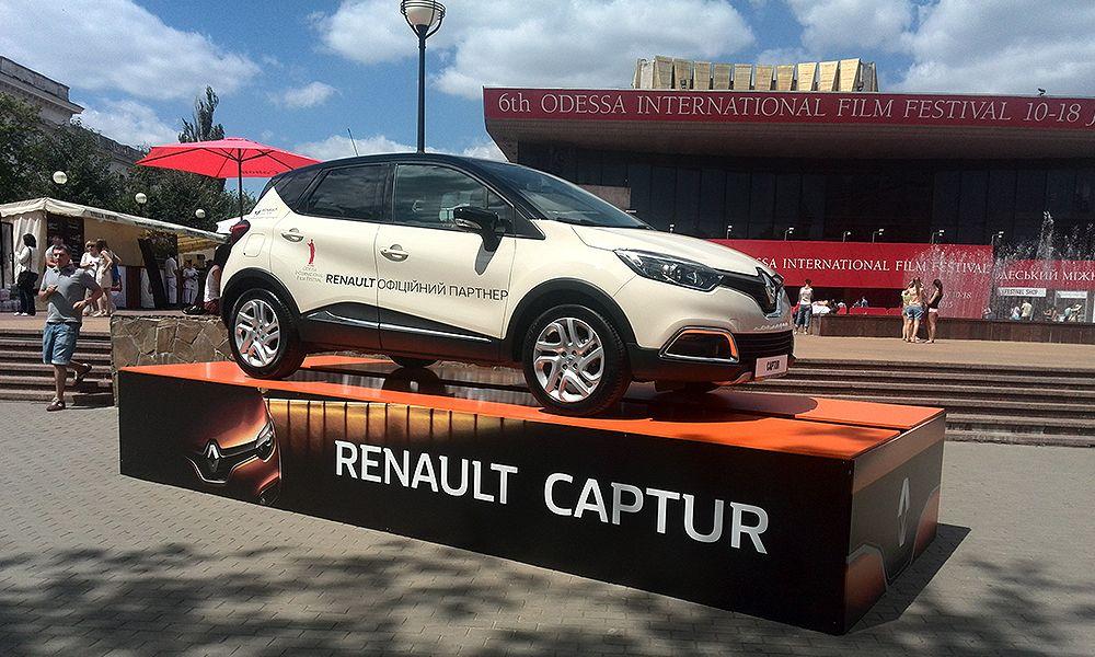 podium-dlya-avtomobilya-renault-left