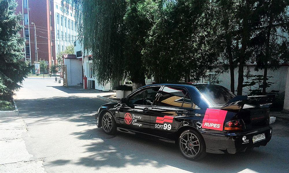 Оклейка автомобиля пленкой Mitsubishi