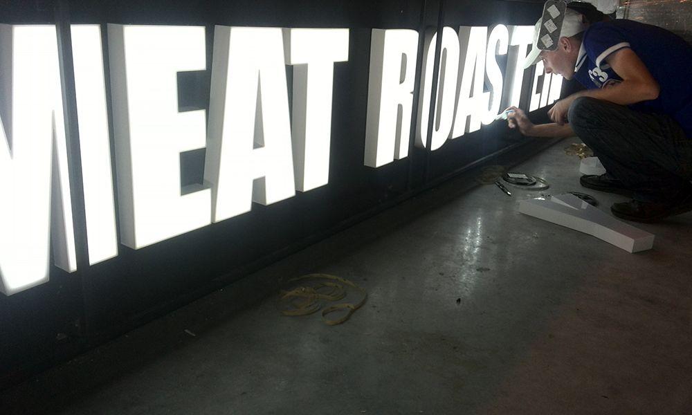 объемные буквы meat roastery из акрила