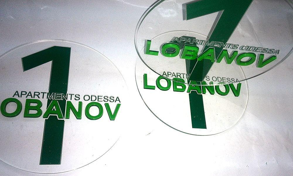 tablichka-iz-akrila-dlya-apartamentov-acryl