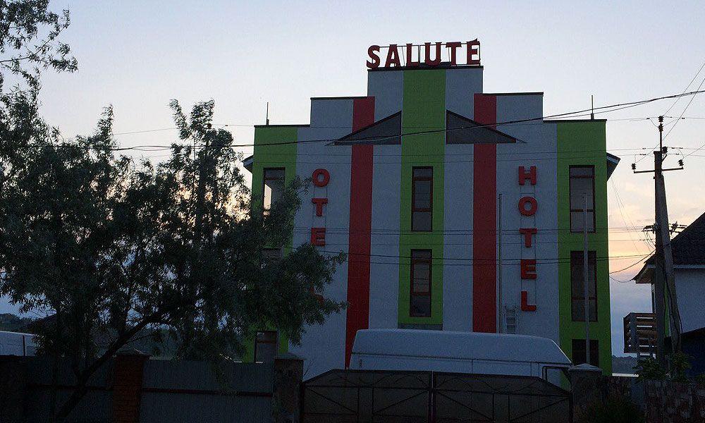 vyiveski-otelya-salyute-kurortnoe