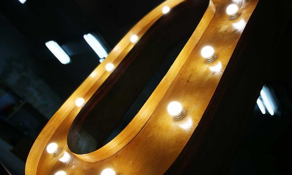 Вывеска с лампочками