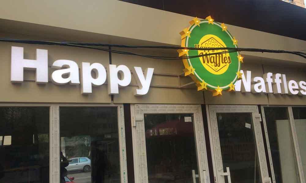 Вывеска для кафе Хеппи Вафли