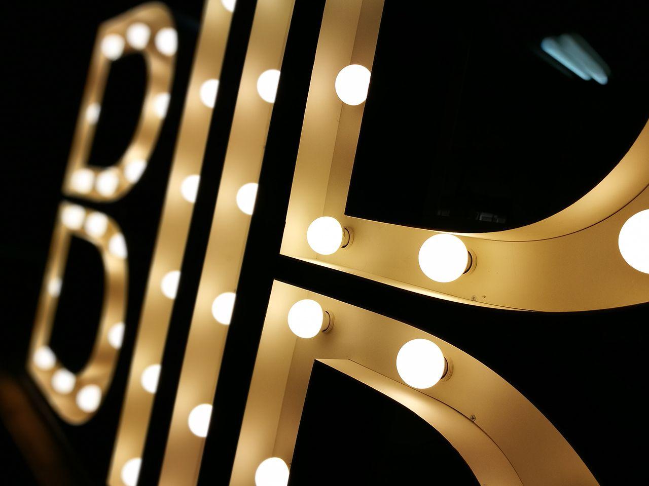Объемные буквы с лампочками BIIR