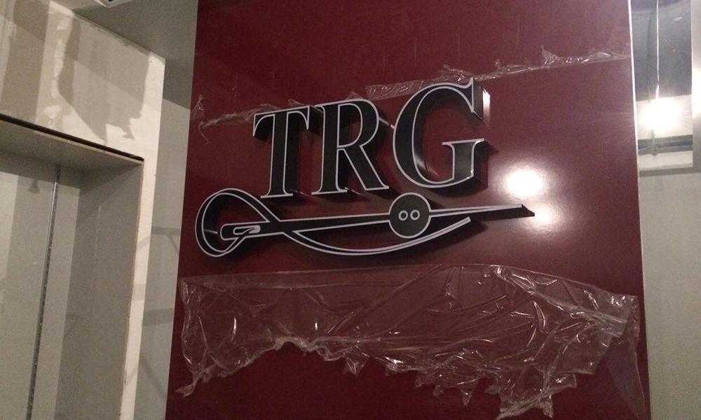 Объемные буквы на композите TRG