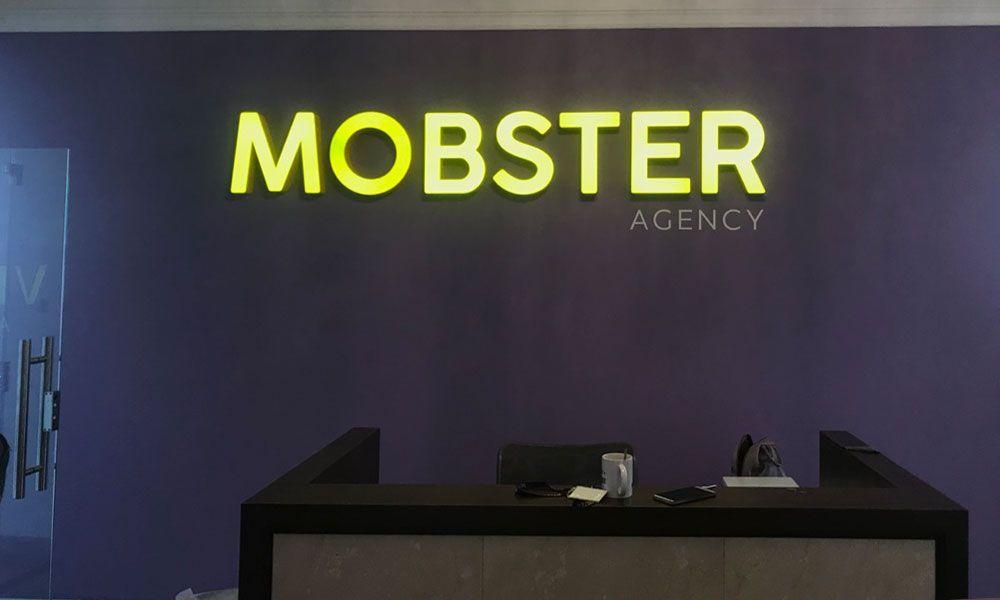 Интерьерная вывеска Мобстер