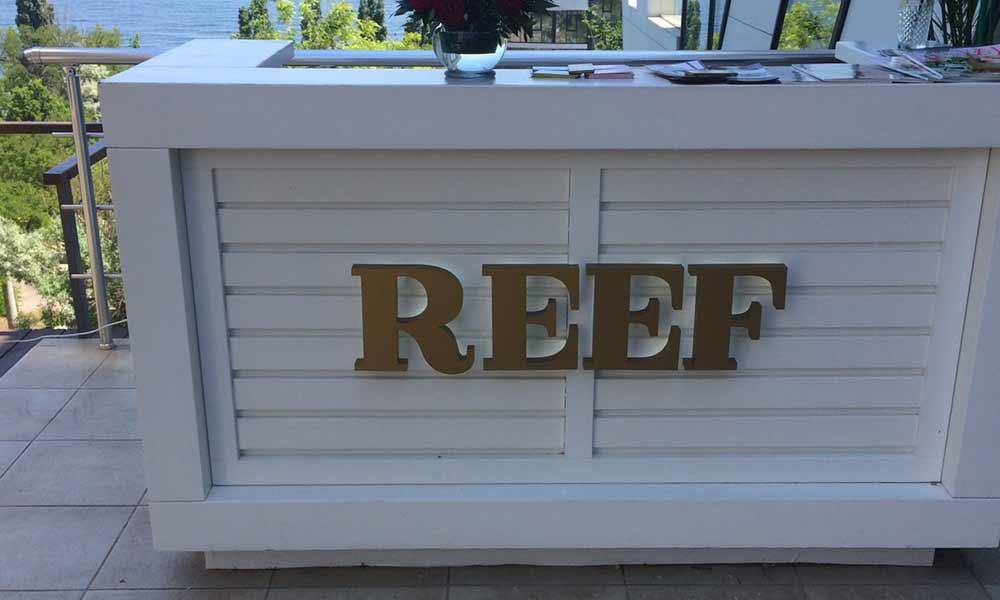 Буквы на ресепшн Reef