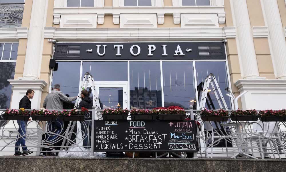 Установка вывески кафе Утопия в Одессе