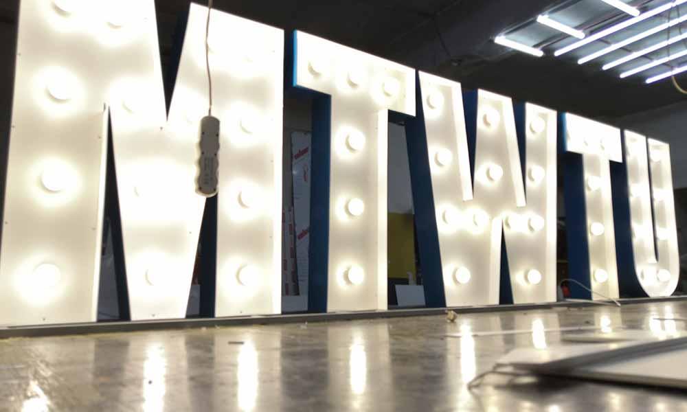 Объемные буквы с лампами