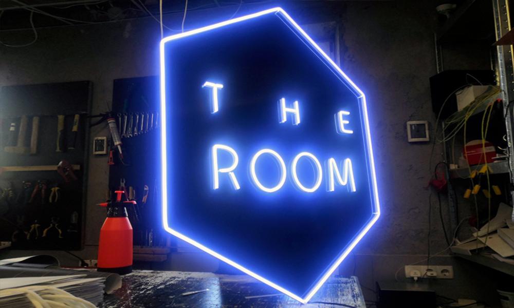 Неоновая вывеска The Room