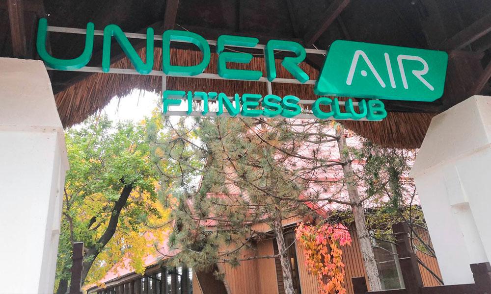 Уличная вывеска фитнес клуба