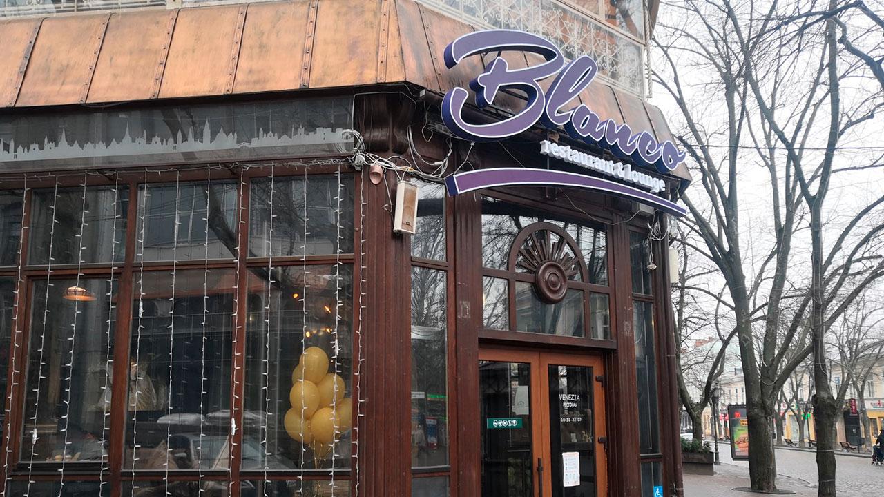 Объёмная вывеска ресторана в центре Одессы